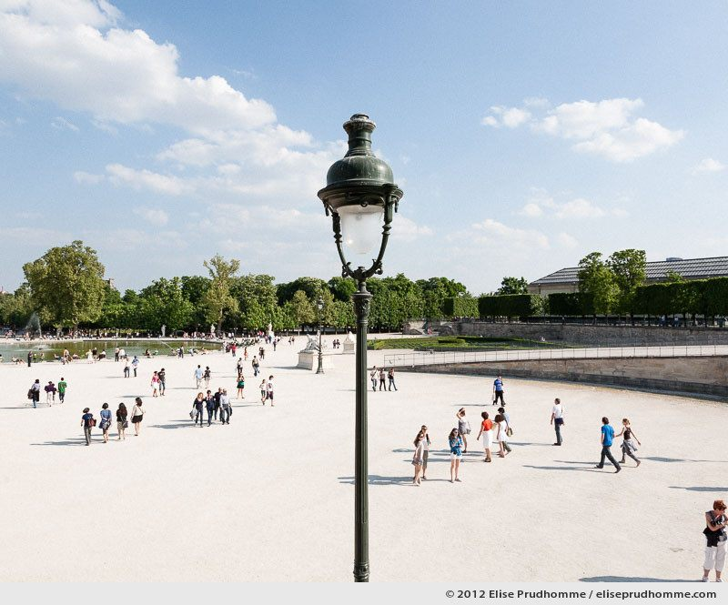 Lumière blanche or White Light, Tuileries Garden, Paris, France, 2011 (part of the series Yours, Mine, Le Nôtre's) by Elise Prudhomme.