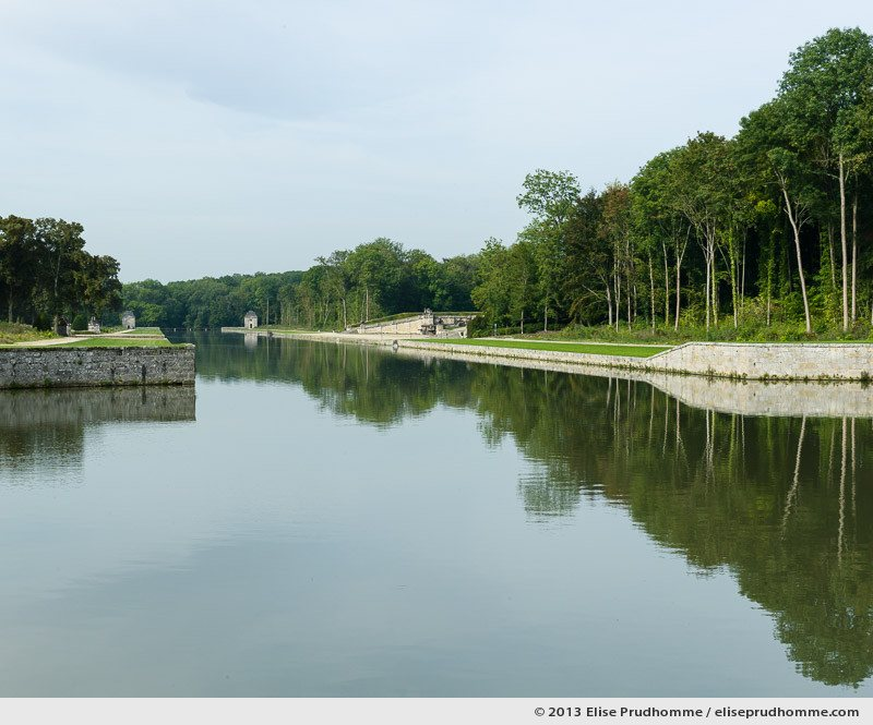 Canal de la Poêle, Vaux-le-Vicomte Castle and Garden, Maincy, France. 2013 (series Yours, Mine, Le Nôtre's) by Elise Prudhomme.