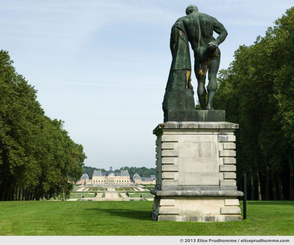 View on the Château of Vaux-le-Vicomte from the statue of Hercules, Maincy, France. 2013 (series Yours, Mine, Le Nôtre's) by Elise Prudhomme.