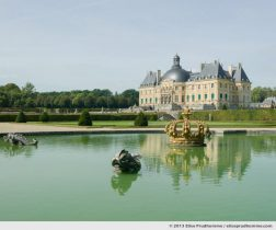 The Château of Vaux-le-Vicomte from the Parterre de la Couronne, Maincy, France. 2013 (series Yours, Mine, Le Nôtre's) by Elise Prudhomme.