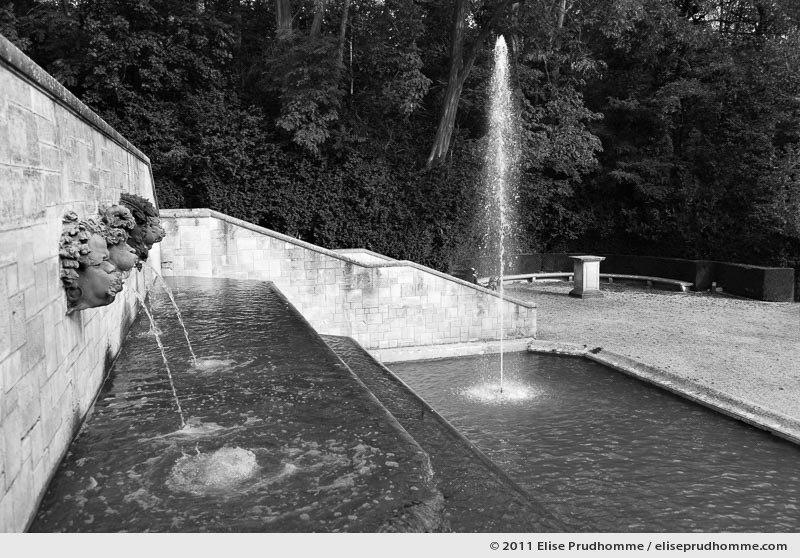 Eaux vives, Parc de Sceaux, France, 2011 (series Yours, Mine, Le Nôtre's) by Elise Prudhomme.