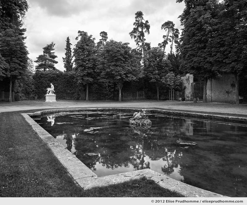 Grand Trianon, Versailles Chateau Garden, Paris, France, 2012 (part of the series Yours, Mine, Le Nôtre's) by Elise Prudhomme.