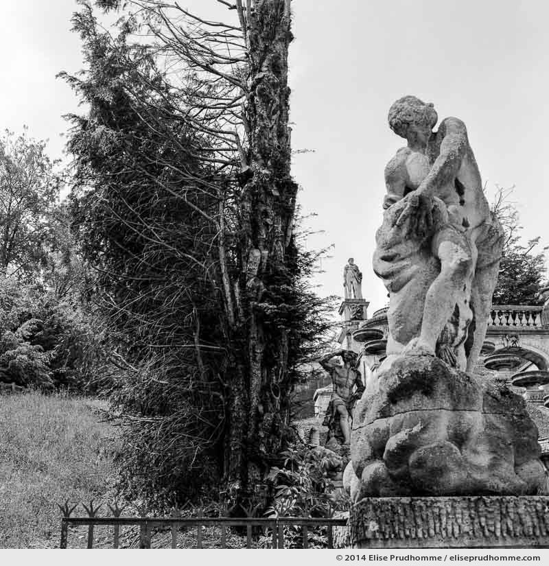 Hedge and statue at the Grande Cascade, Saint-Cloud Park, France, 2014 (series Yours, Mine, Le Nôtre's) by Elise Prudhomme.