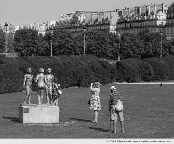 Les trois grâces or The Three Graces, Tuileries Garden, Paris, France, 2012 (part of the series Yours, Mine, Le Nôtre's) by Elise Prudhomme.