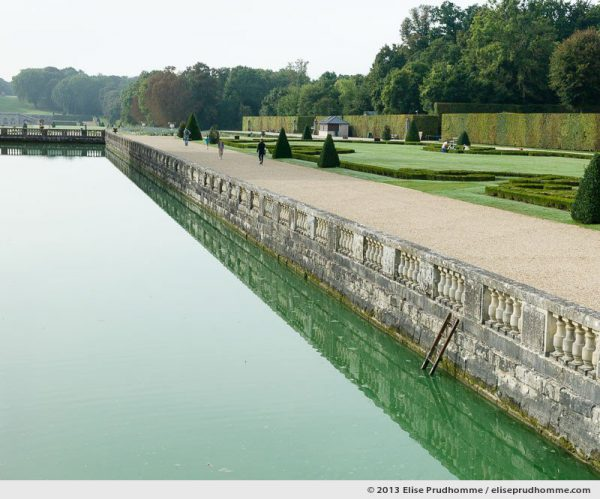 Moat and stonework, Vaux-le-Vicomte Castle and Garden, Maincy, France. 2013 (series Yours, Mine, Le Nôtre's) by Elise Prudhomme.