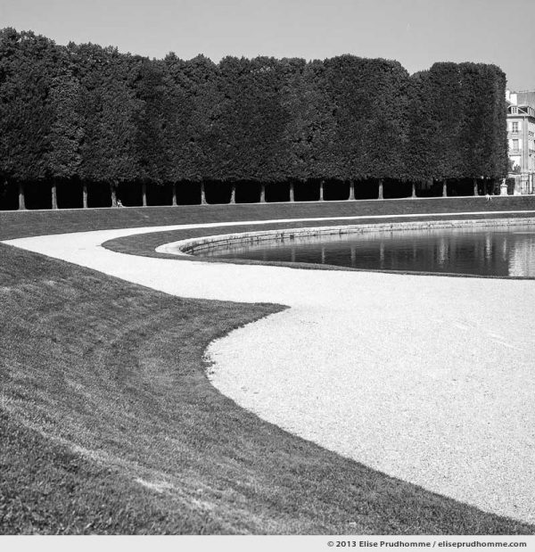 Courbes, Versailles Chateau Garden, Paris, France, 2013 (part of the series Yours, Mine, Le Nôtre's) by Elise Prudhomme.