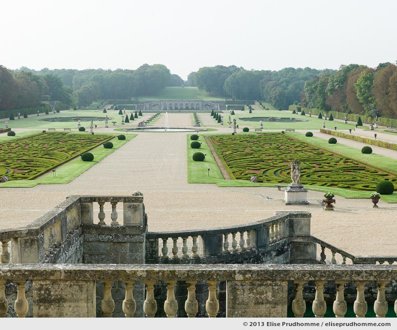 View on the Parterre de Broderie and beyond, Vaux-le-Vicomte Castle and Garden, Maincy, France. 2013 (series Yours, Mine, Le Nôtre's) by Elise Prudhomme.