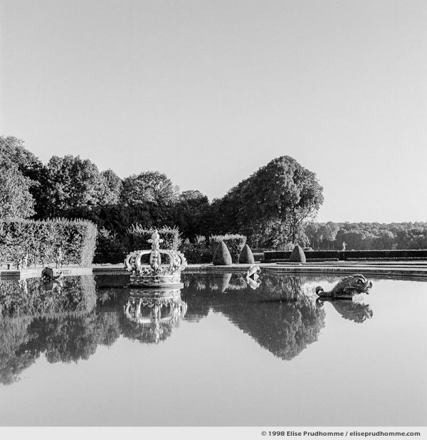 Parterre de la Couronne, Study 1, Vaux-le-Vicomte Castle and Garden, Maincy, France. 1998 (series Yours, Mine, Le Nôtre's) by Elise Prudhomme.