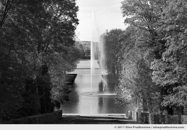 Perspective Chatenay, Parc de Sceaux, France, 2012 (series Yours, Mine, Le Nôtre's) by Elise Prudhomme.