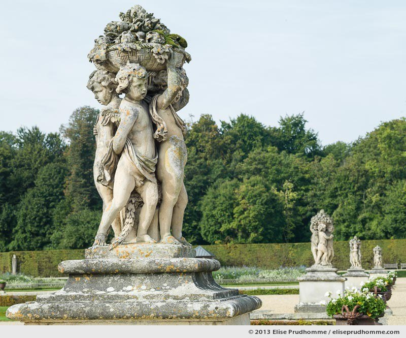 Sculptures in the Parterre de Broderie, Vaux-le-Vicomte Castle and Garden, Maincy, France. 2013 (series Yours, Mine, Le Nôtre's) by Elise Prudhomme.