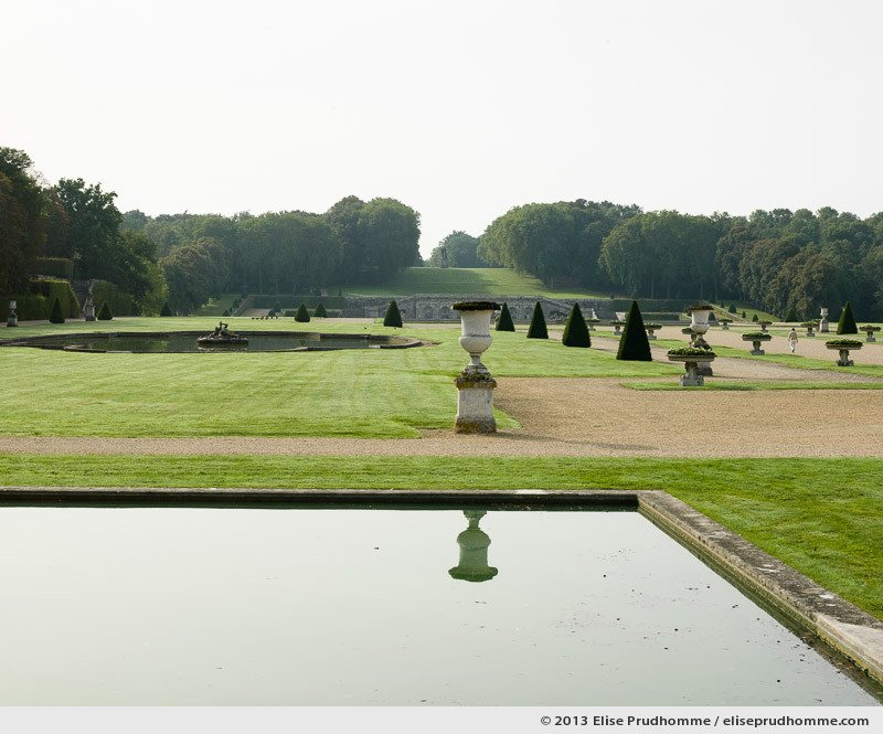Small canal of the Vaux-le-Vicomte Castle and Garden, Maincy, France. 2013 (series Yours, Mine, Le Nôtre's) by Elise Prudhomme.