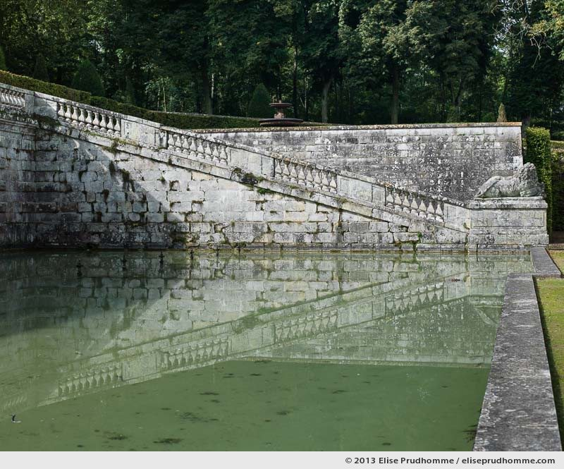 Stonework of basin and grotto, Vaux-le-Vicomte Castle and Garden, Maincy, France. 2013 (series Yours, Mine, Le Nôtre's) by Elise Prudhomme.