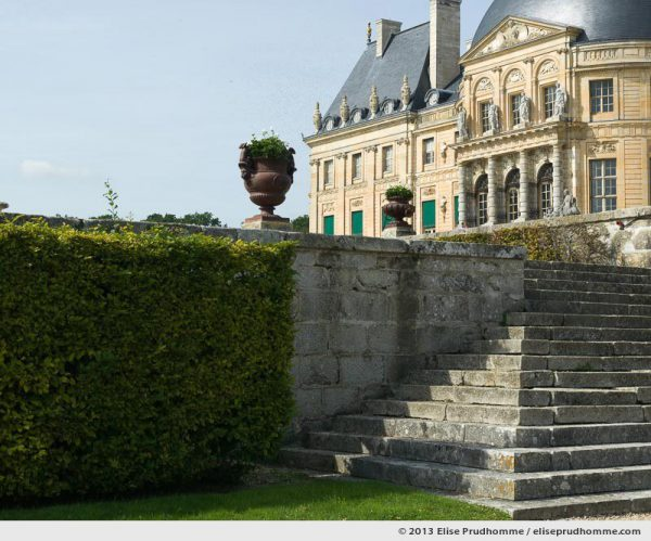 Stonework and château façade, Vaux-le-Vicomte Castle and Garden, Maincy, France. 2013 (series Yours, Mine, Le Nôtre's) by Elise Prudhomme.