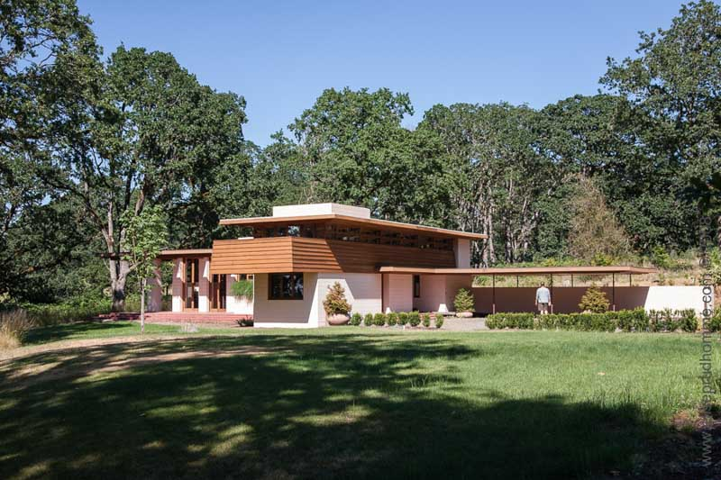Overall view of The Gordon House in Silverton, Oregon, USA. Designed by Frank Lloyd Wright.