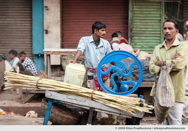 Sugar cane juice vendor, stall and machinery near Kalighat, Kolkata (Calcutta), West Bengal, India, 2009 by Elise Prudhomme.