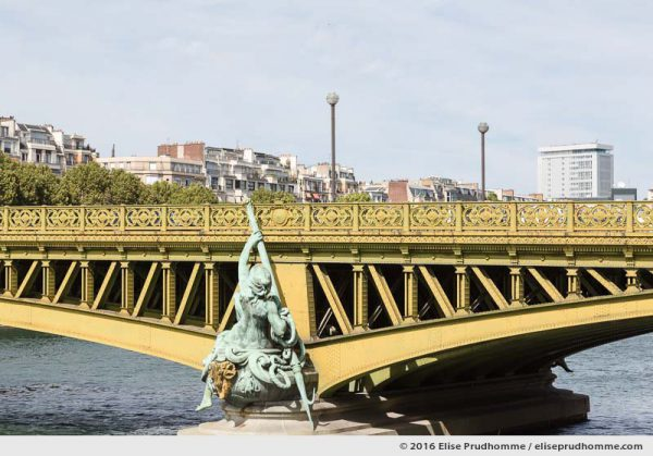 Mirabeau Bridge over the River Seine, Paris 15th district, Ile-de-France, France. Pont Mirabeau et la Seine avec le 16ème arrdt au loin, Paris, France.
