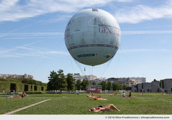 Sunbathers and hot air balloon in Parc André Citroen, Paris, France. Bain de soleil devant le ballon captif à gaz, Parc André Citroen, Paris, France.