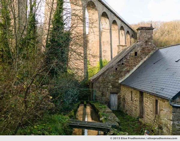 A viaduct, constructed for the Cherbourg-Barfleur train line 1911 - 1950, connects two sides of the Valley of the Mills, Fermanville, Lower Normandy, France.  Un viaduc construit pour la ligne ferroviaire Cherbourg-Barfleur relie les deux rives de la Vall