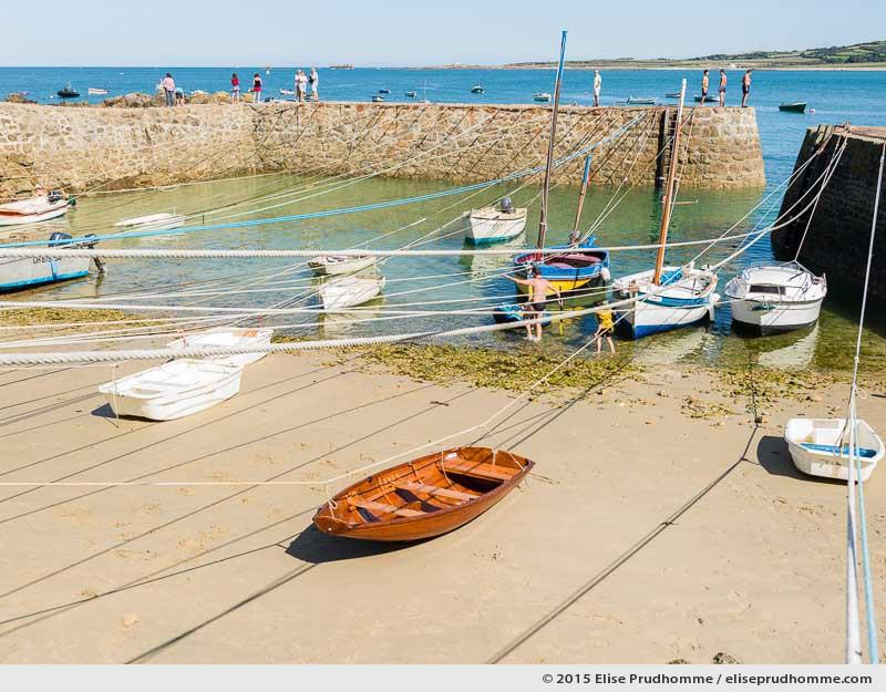 Boats moored at low tide in Port Racine, the smallest port in France, Saint-Germain-des-Vaux, Lower Normandy.  Bateaux amarrés à marée basse au Port Racine, le plus petit port de France, Saint-Germain-des-Vaux, Basse-Normandie.