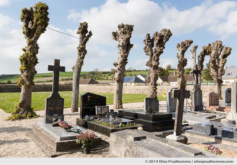 Cemetery and surrounding wall, Heugeville-sur-Sienne, Lower Normandy, France.  Cimetière traditionnel et son mur environnant, Heugeville-sur-Sienne, Basse Normandie, France.