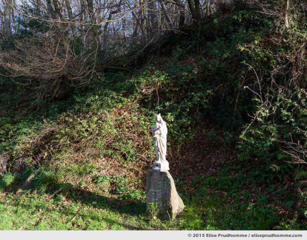 Wayside shrine of Madonna and Child in the Valley of the Mills, Fermanville, Lower Normandy, France.  Sanctuaire de Madone et Enfant le long du chemin des Vallée des Moulins, Fermanville, Basse-Normandie, France.