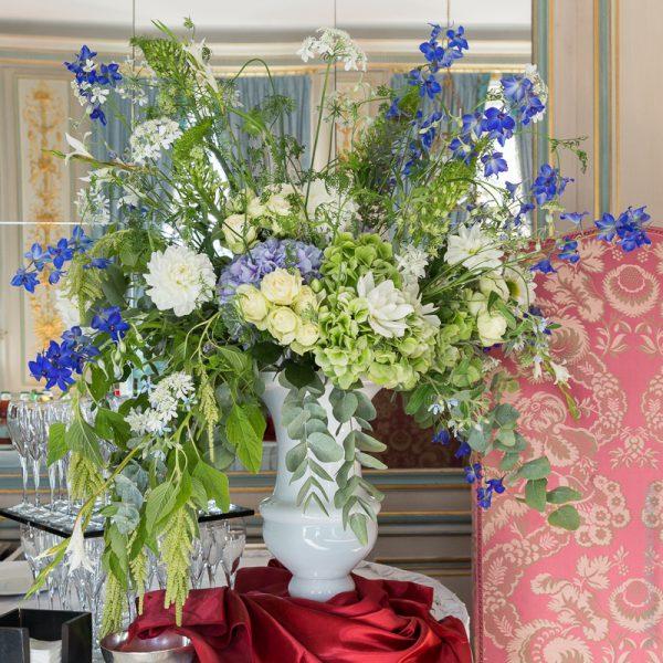 Bouquet of flowers designed by Maison Vertumne for the wedding reception at the Cercle de l'Union Interalliée, Paris, France.