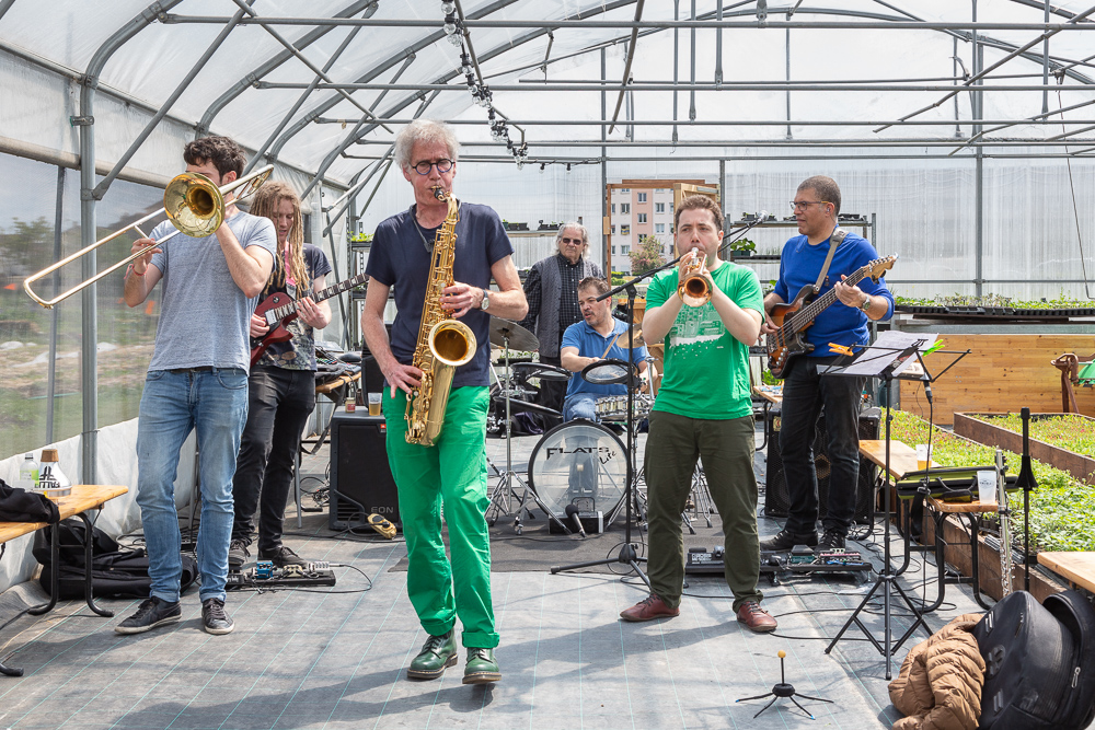 The group Beluga in concert to close the official inauguration of the Urban Farm of Saint Denis on 11 May 2019.  L'inauguration de la Ferme Urbaine de Saint-Denis le 11 mai 2019.  Zone Sensible / Parti Poétique et la Ferme Ouverte de Saint-Denis.